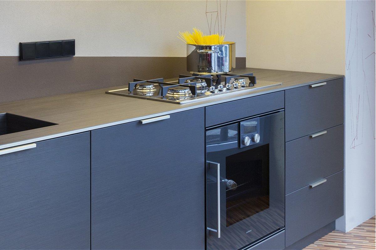 kleine kuche gross wirken lassen. Black Bedroom Furniture Sets. Home Design Ideas